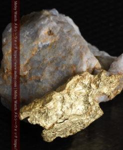 12.03gの非常に珍しいリーフ状のゴールドを冠した石英と自然金-G0327-12