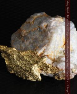 12.03gの非常に珍しいリーフ状のゴールドを冠した石英と自然金-G0327-13