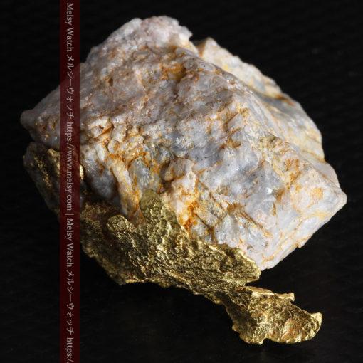 12.03gの非常に珍しいリーフ状のゴールドを冠した石英と自然金-G0327-17