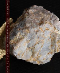 12.03gの非常に珍しいリーフ状のゴールドを冠した石英と自然金-G0327-18