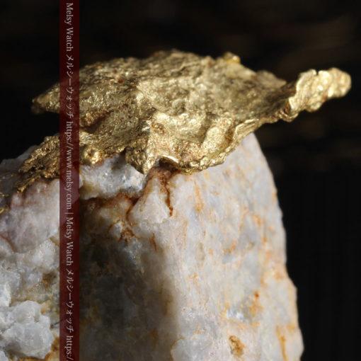 12.03gの非常に珍しいリーフ状のゴールドを冠した石英と自然金-G0327-4