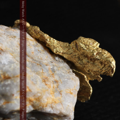 12.03gの非常に珍しいリーフ状のゴールドを冠した石英と自然金-G0327-6