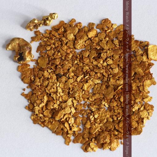 2.68gの小さな砂金・薄片金とやや粒の大きな自然金2点-G0337-1