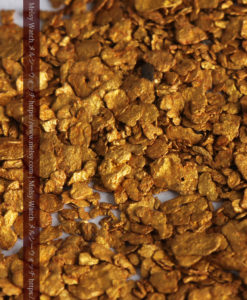 2.68gの小さな砂金・薄片金とやや粒の大きな自然金2点-G0337-4