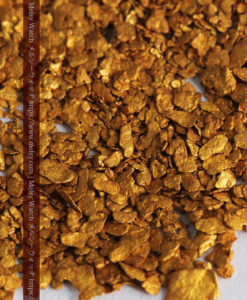 2.68gの小さな砂金・薄片金とやや粒の大きな自然金2点-G0337-5