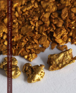 2.64gの小さな砂金・薄片金とやや粒の大きな自然金3点-G0339-1