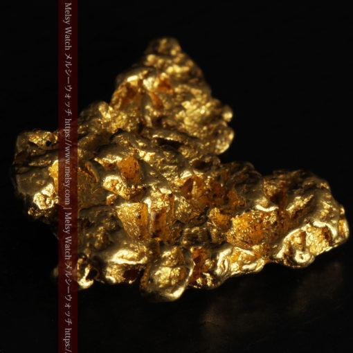 6.73gの羽を広げる蝶のような形の綺麗な自然金-G0364-12