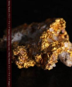 1.38gの小さいながらも立体感ある自然金-G0383-11