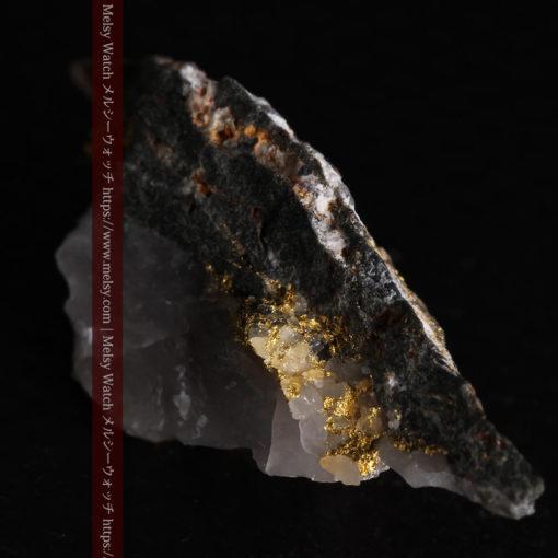 2.38gの鏃のように尖った形の石英と自然金-G0385-10