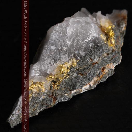 2.38gの鏃のように尖った形の石英と自然金-G0385-7