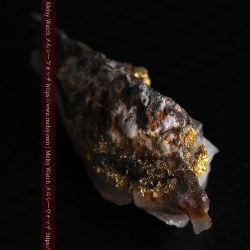 2.38gの鏃のように尖った形の石英と自然金-G0385-9