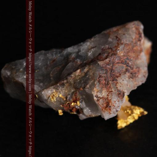 4.39gの石英から飛び出す立体的な自然金-g0386-10