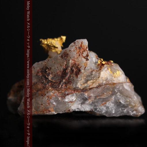 4.39gの石英から飛び出す立体的な自然金-g0386-2
