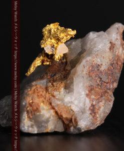 4.39gの石英から飛び出す立体的な自然金-g0386-3
