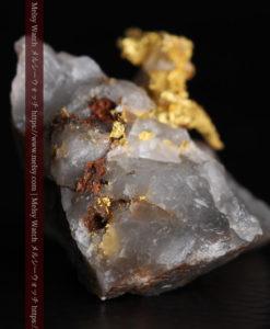 4.39gの石英から飛び出す立体的な自然金-g0386-4