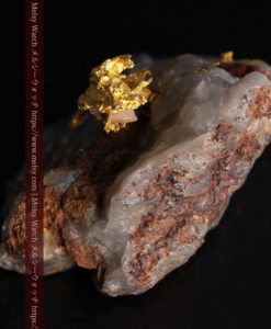 4.39gの石英から飛び出す立体的な自然金-g0386-7