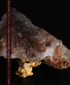 4.39gの石英から飛び出す立体的な自然金-g0386-9