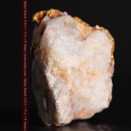 9.7gの石英から湧き出すような姿の自然金-G0387-4