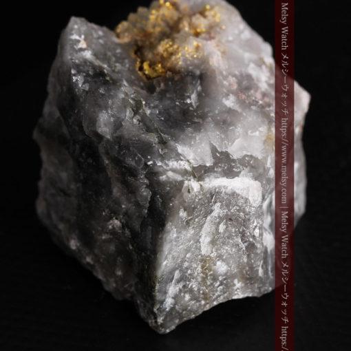 33.7gの大きな石英の谷間に走る綺麗な自然金-G0399-11