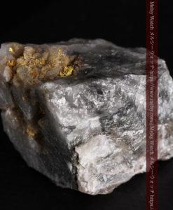 33.7gの大きな石英の谷間に走る綺麗な自然金-G0399-9