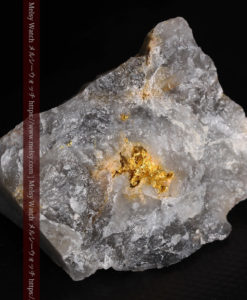 49gの三角柱のような形をした石英に見える自然金-G0402-8