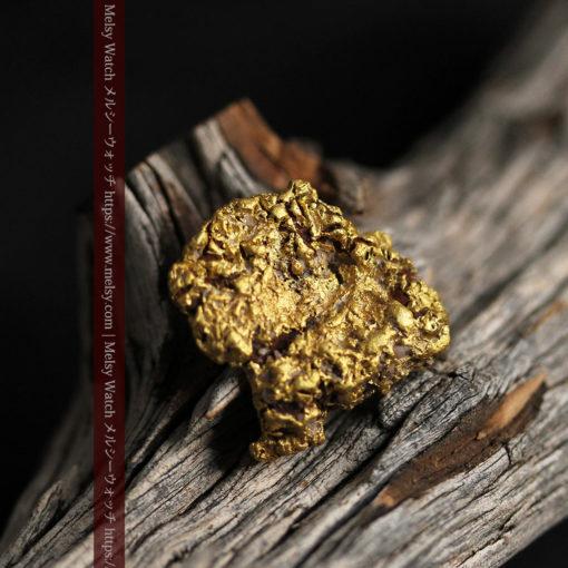 12.32gの色や模様など多くの特徴ある表面の自然金-G0421-13