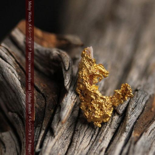 3.04gの咆哮する黄金色に輝く竜のような形の自然金-G0443-5
