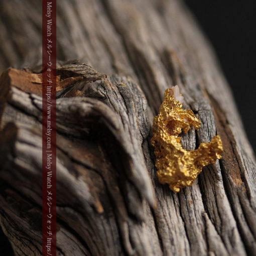 3.04gの咆哮する黄金色に輝く竜のような形の自然金-G0443-7